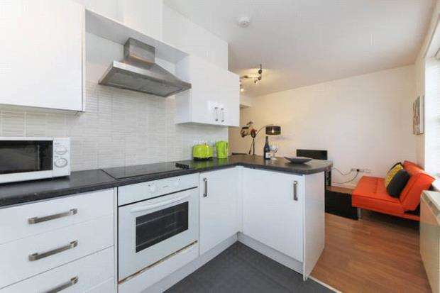 2 Bedrooms Flat for sale in Union House Apartments, Union Square, St Columb Major, Newquay
