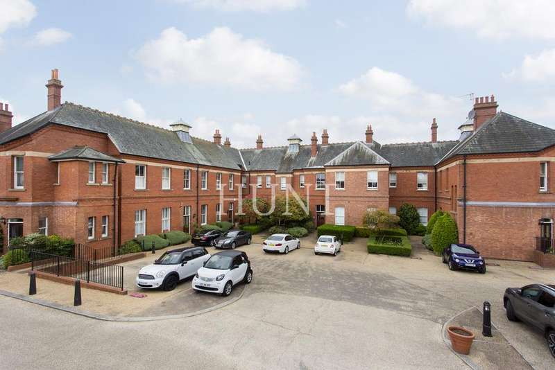 2 Bedrooms Apartment Flat for sale in Osborne House, Hampstead Avenue, Repton Park, Woodford Green, Essex IG8