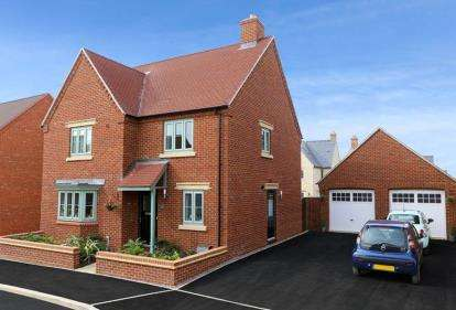 4 Bedrooms Detached House for sale in The Brackens, Radstone Fields, Halse Road, Brackley