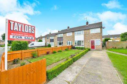 3 Bedrooms Semi Detached House for sale in Middlesex Drive, Bletchley, Milton Keynes, Bucks