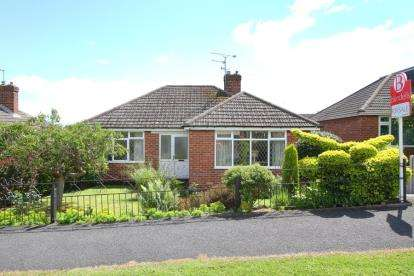 2 Bedrooms Bungalow for sale in Edinburgh Road, Wingerworth, Chesterfield, Derbyshire