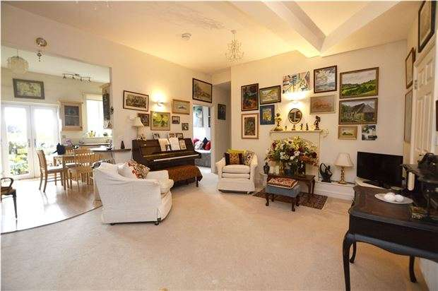 2 Bedrooms Flat for sale in Elgin Court, High Street, Stonehouse, Gloucestershire, GL10 2BP