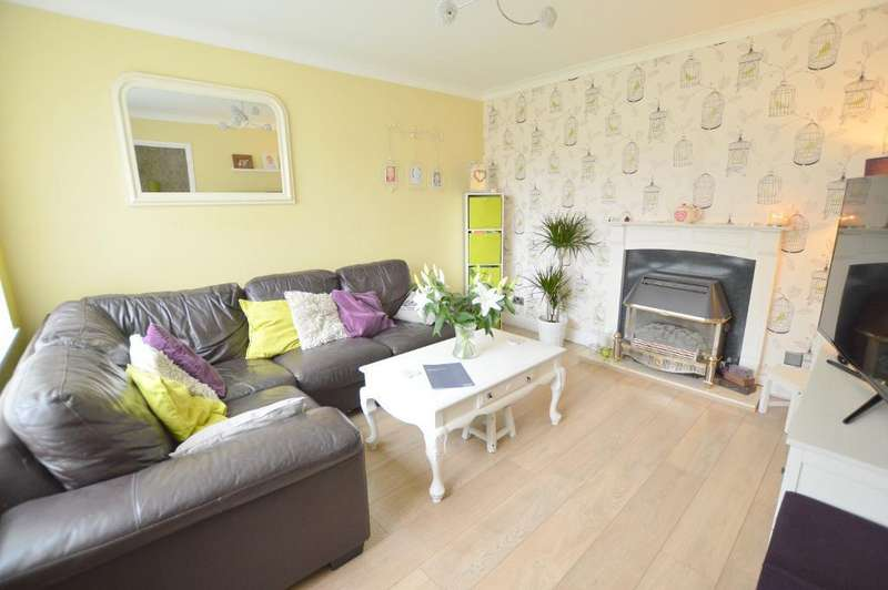 3 Bedrooms Terraced House for sale in Bracklesham Gdns, Stopsley, Luton, LU2 8QJ