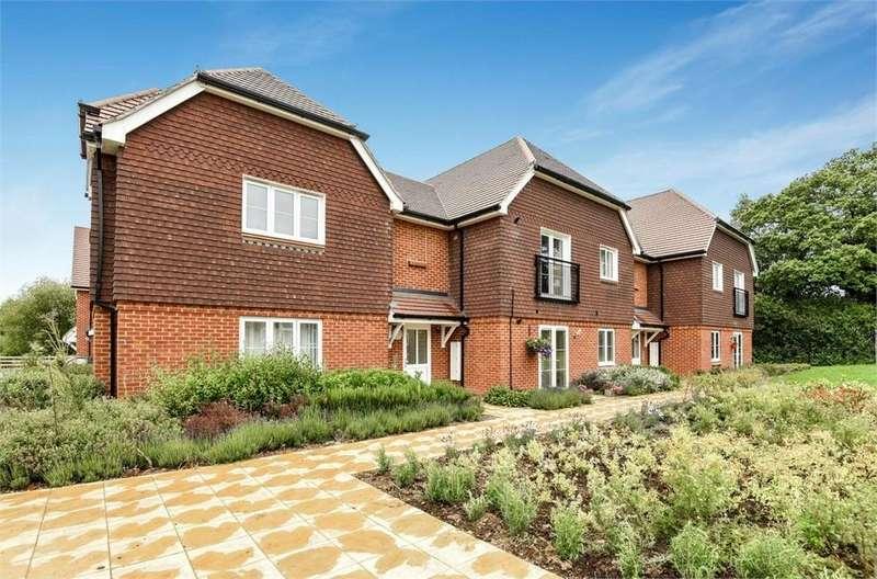 2 Bedrooms Flat for sale in Meadow Close, Billingshurst, West Sussex