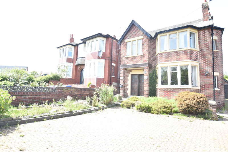 4 Bedrooms Detached House for sale in Newton Drive, Blackpool
