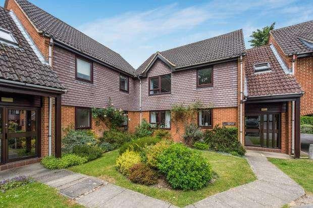 1 Bedroom Flat for sale in Horsham Road, Guildford, Surrey