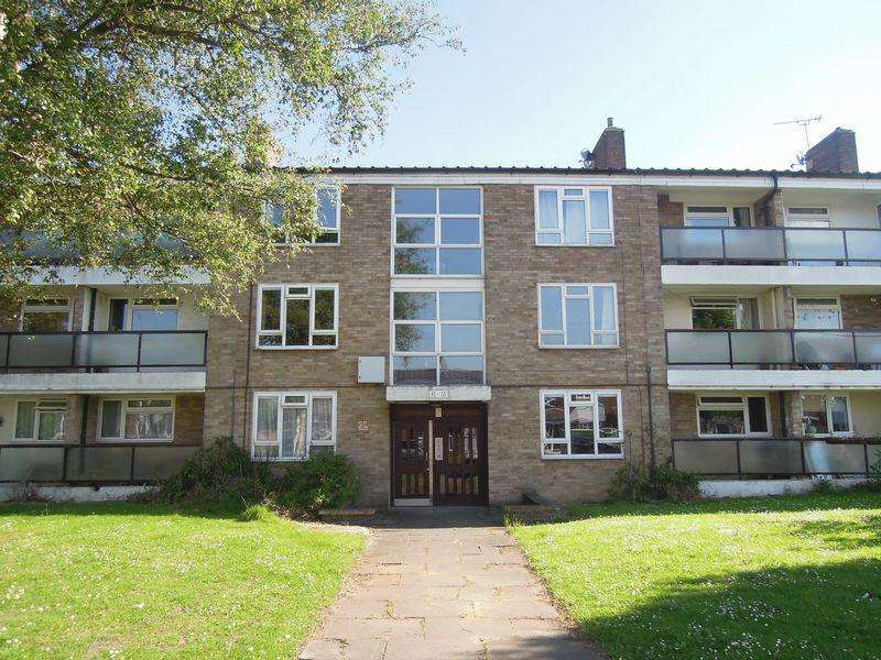 2 Bedrooms Flat for sale in Minster Way, Langley.