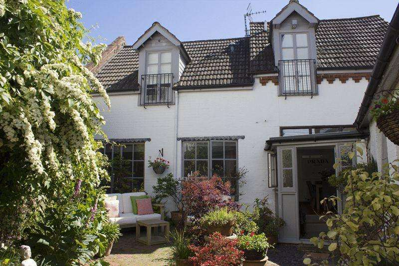 3 Bedrooms Semi Detached House for sale in High Street, Hurstpierpoint, Hassocks