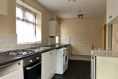 2 Bedrooms Terraced House for rent in Holcombe Road, Manchester M14 6QX
