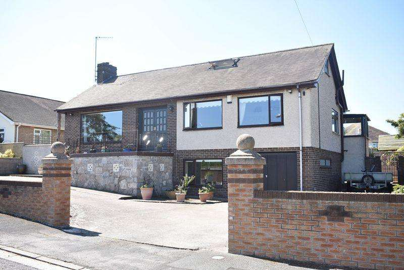 4 Bedrooms Bungalow for sale in Highlands Close, Rhuddlan