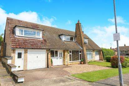 4 Bedrooms Bungalow for sale in Millard Way, Hitchin, Hertfordshire, England