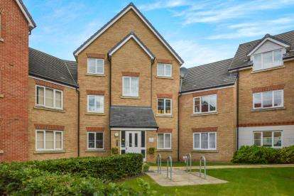 2 Bedrooms Flat for sale in Monarch Way, Leighton Buzzard, Bedford, Bedfordshire