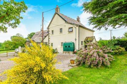 2 Bedrooms Detached House for sale in Callington, Cornwall, Uk