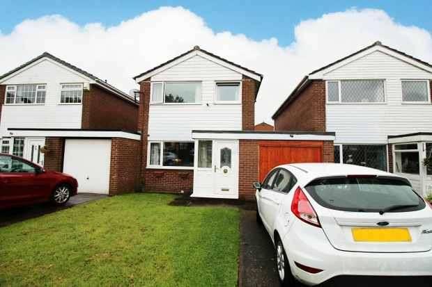 3 Bedrooms Link Detached House for sale in Eastbourne Close, Preston, Lancashire, PR2 3YR