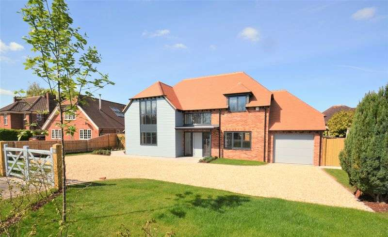 4 Bedrooms Property for sale in Bessels Way, Blewbury, Blewbury