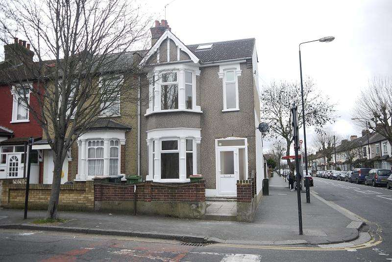 4 Bedrooms End Of Terrace House for sale in Hatherley Gardens, East Ham, London, Greater London. E6 3HD