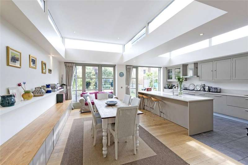 5 Bedrooms Terraced House for sale in Huron Road, Heaver Estate, London, SW17