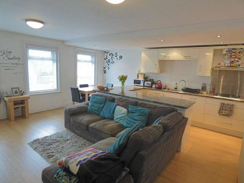 2 Bedrooms Apartment Flat for sale in Sandbanks Road, Whitecliff