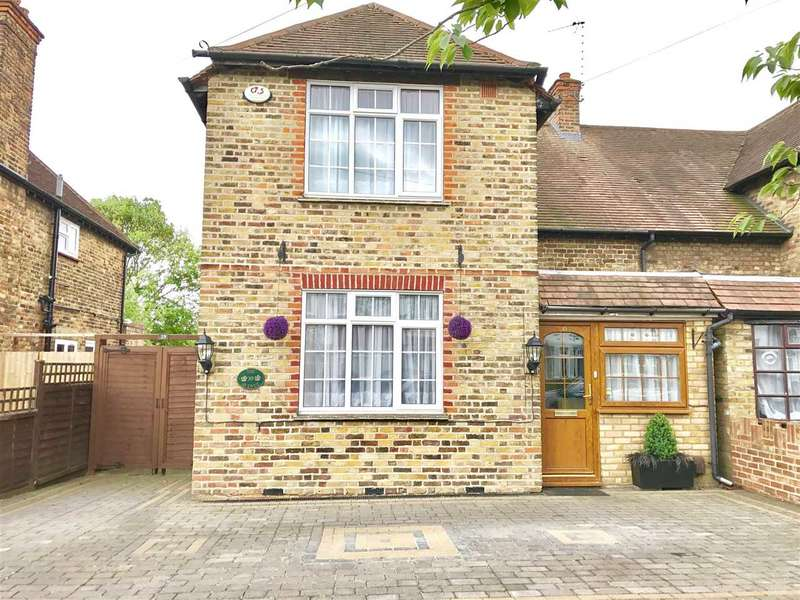4 Bedrooms Semi Detached House for sale in The Avenue, Harrow Weald