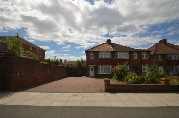 3 Bedrooms Semi Detached House for sale in Bunns Lane, Mill Hill, NW7