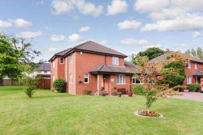 4 Bedrooms Detached House for sale in Rhindmuir View, Swinton, Glasgow, Lanarkshire