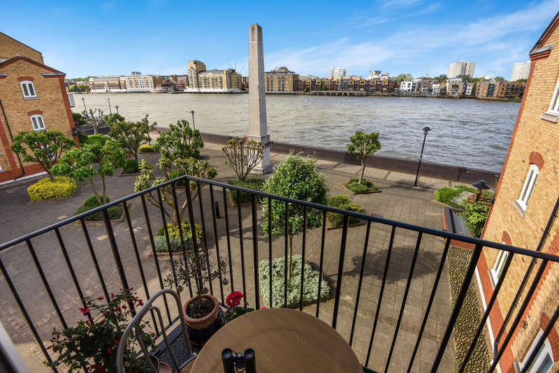 2 Bedrooms Flat for sale in Pennington Court, Rotherhithe