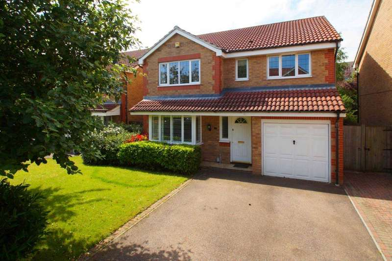 4 Bedrooms Detached House for sale in Halsey Drive, Hemel Hempstead, Herts