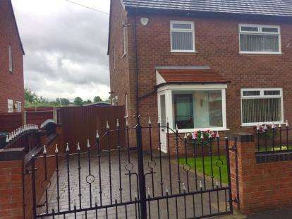 3 Bedrooms Semi Detached House for sale in Foxfield Road, Manchester, Greater Manchester