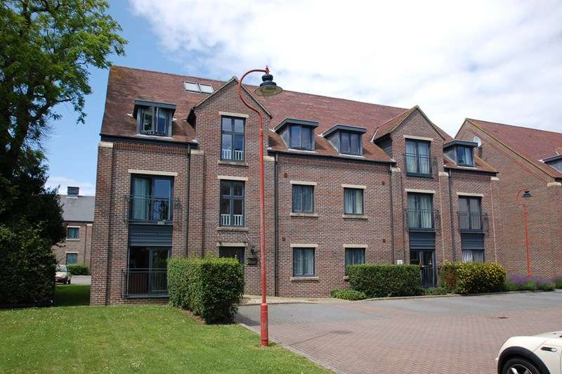 2 Bedrooms Apartment Flat for sale in Heritage Way, Priddy's Hard, Gosport