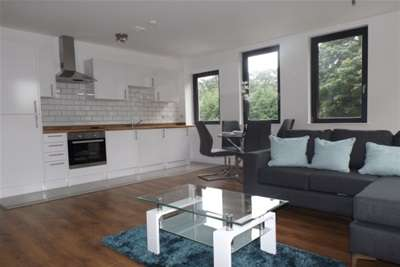 2 Bedrooms Flat for rent in Touthill Place, City Centre