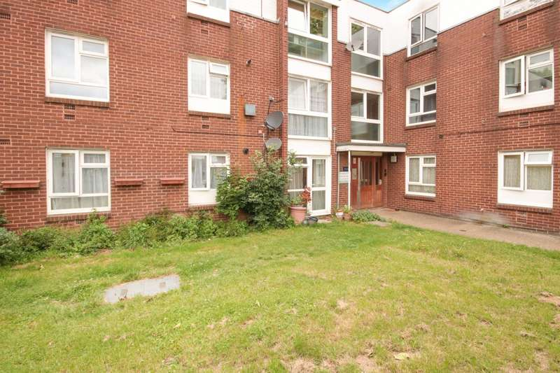 1 Bedroom Ground Flat for sale in Sycamore Field, Harlow, CM19