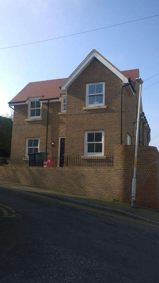 2 Bedrooms Semi Detached House for sale in Honeysuckle Road, Thanet, Kent, Ramsgate CT11