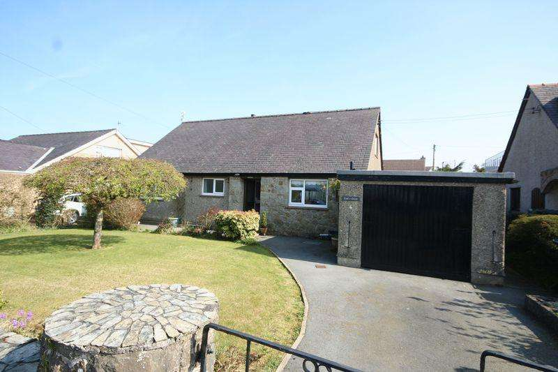 4 Bedrooms Bungalow for sale in Llangefni, Anglesey