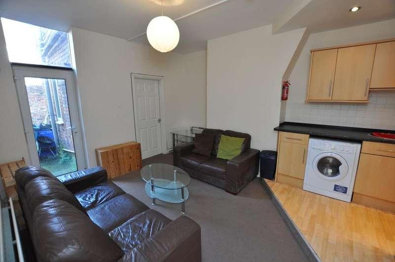 3 Bedrooms Flat for rent in Tavistock Road, Jesmond, Newcastle Upon Tyne