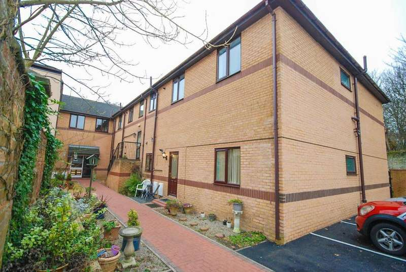 3 Bedrooms Apartment Flat for sale in Carley Lodge, Sycamore Drive.
