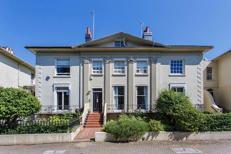 2 Bedrooms Flat for sale in Hanover Crescent, Brighton