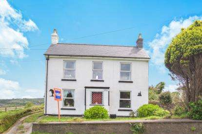 3 Bedrooms Detached House for sale in Redruth, Cornwall, U.K.