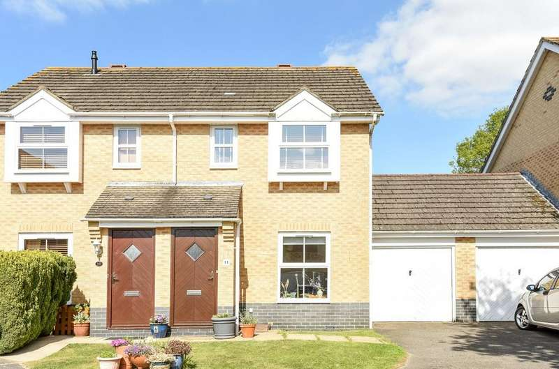 2 Bedrooms Semi Detached House for sale in Stour Close, Petersfield, GU31