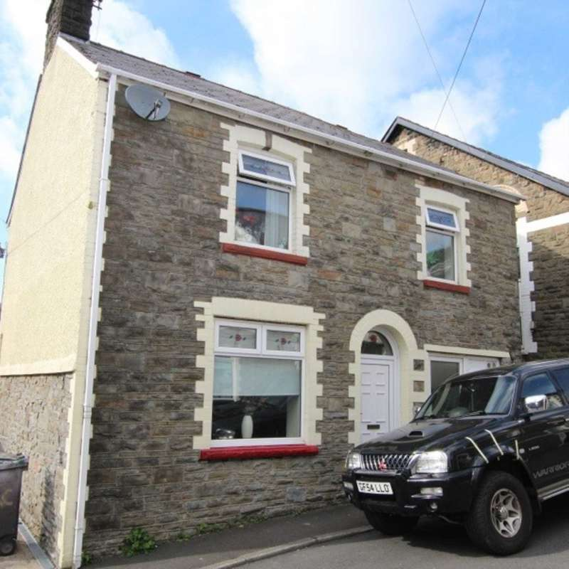 4 Bedrooms Semi Detached House for sale in Hill Street, Abertillery