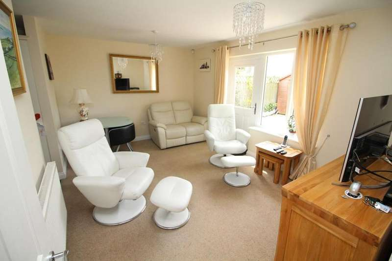 2 Bedrooms Chalet House for sale in Skerry Rise, Chelmsford, Essex, CM1