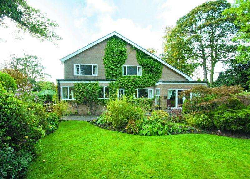 4 Bedrooms Detached House for sale in Field House Close, Hepscott, Morpeth