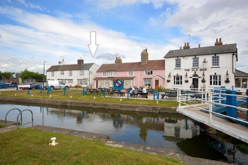 2 Bedrooms Cottage House for sale in Lock Hill, Heybridge Basin, Maldon, Essex, CM9
