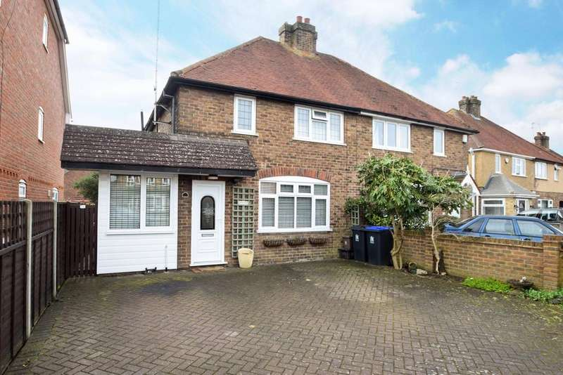 3 Bedrooms Semi Detached House for sale in Wendover Road, Burnham, SL1