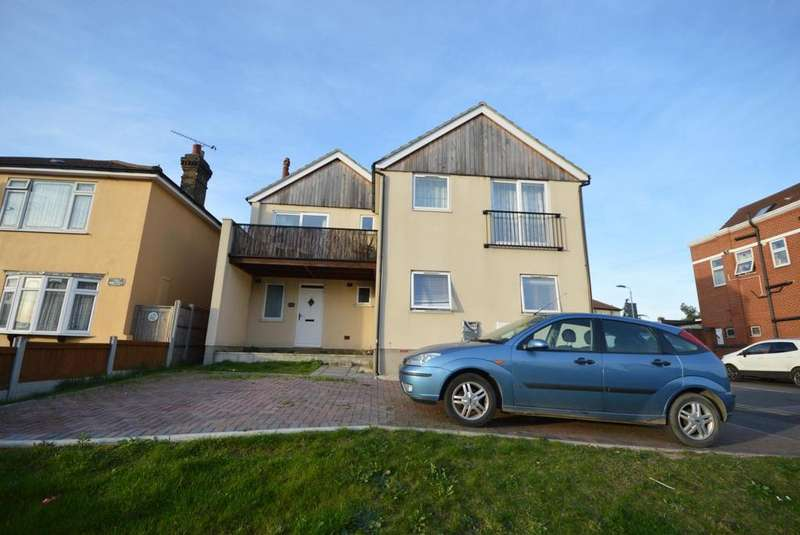 2 Bedrooms House for sale in 196d Hornchurch Road, Hornchurch, Essex, RM11