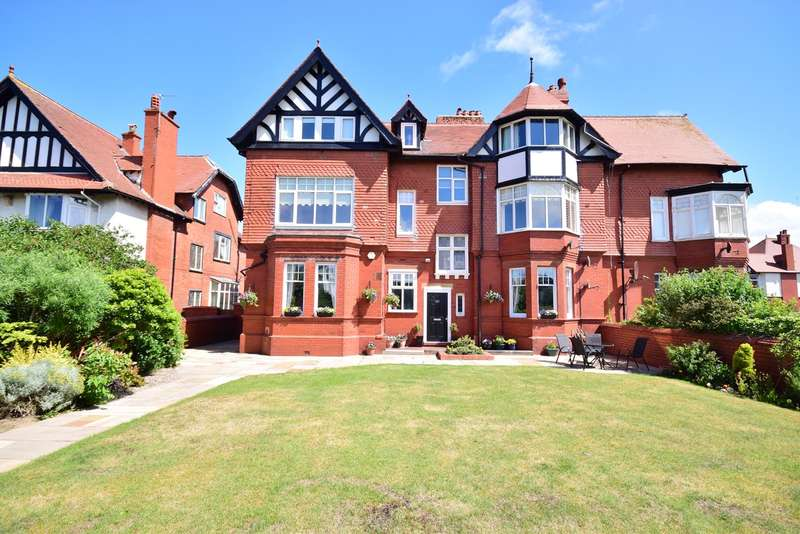 4 Bedrooms Apartment Flat for sale in Clifton Drive South, LYTHAM ST ANNES, FY8