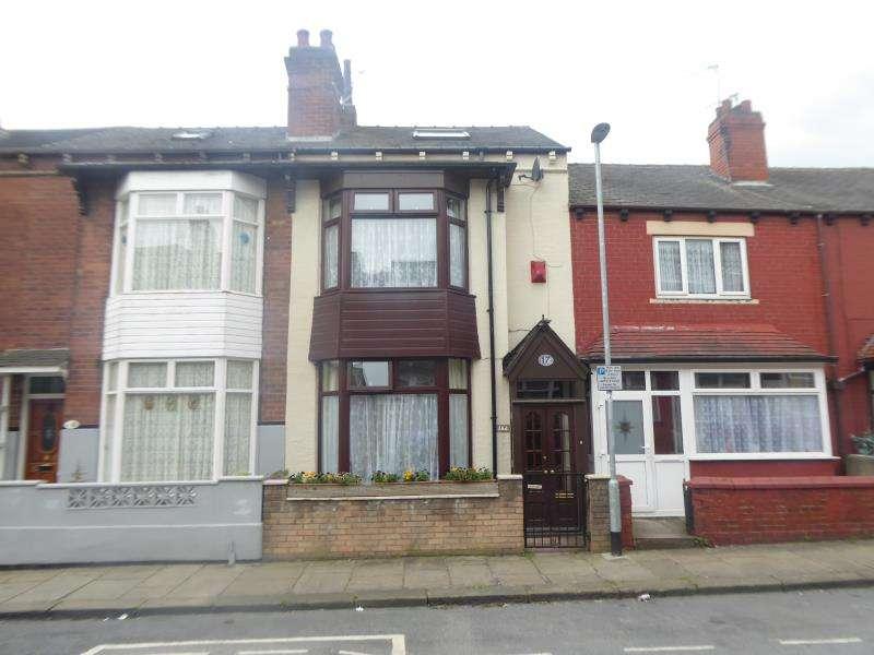 3 Bedrooms Terraced House for sale in Broughton Terrace, Harehills, LS9