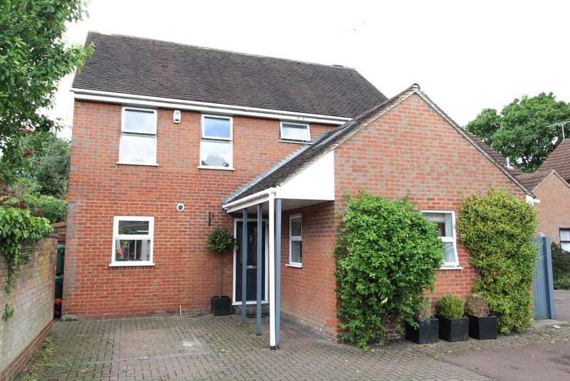 4 Bedrooms Detached House for sale in Brentwood Place, Brentwood, Essex, CM15