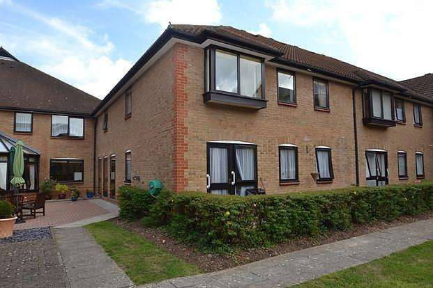 1 Bedroom Retirement Property for sale in Park Lodge, Queens Park Avenue, Billericay, Essex, CM12