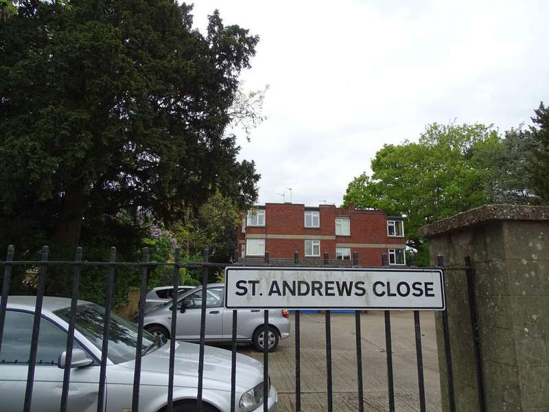 1 Bedroom Flat for sale in St. Andrews Close, Isleworth