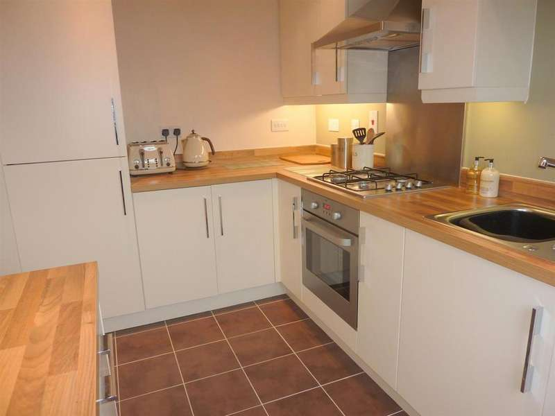 3 Bedrooms House for sale in Wallbrook Avenue, Macclesfield